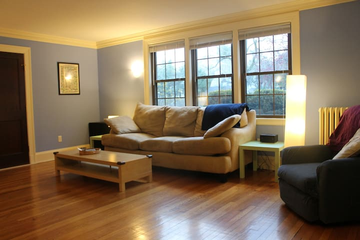 Welcome Home! 3 BR 4 u and baby too - Wellesley - Apartamento