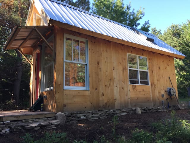 A tiny house: a simple getaway in NoMich - Charlevoix
