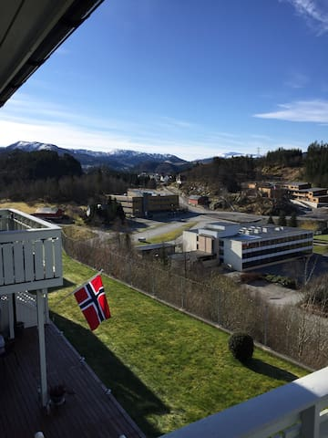 Sunny apartment with view and good hiking - Lonevåg - Departamento