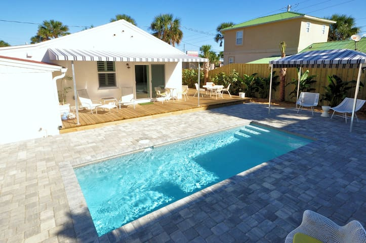 Bright 1940's Beach Cottage & Pool - Saint Augustine - 一軒家