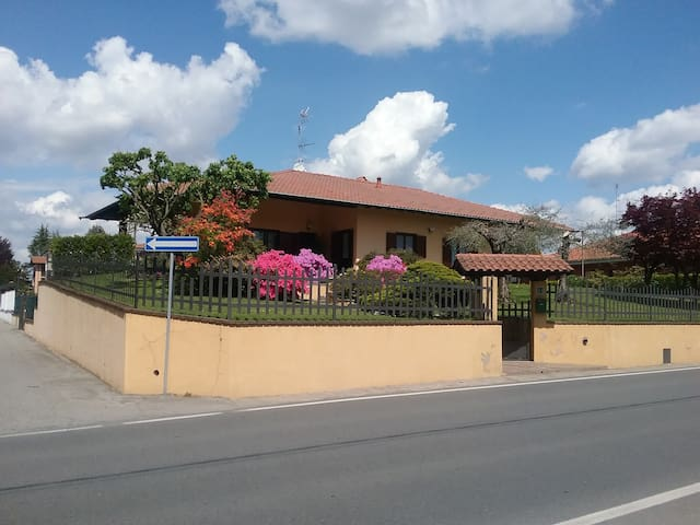 Miniappartamento in seminterrato - Varallo Pombia - Lägenhet