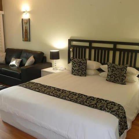 Stunning Privite Room  - Hillside