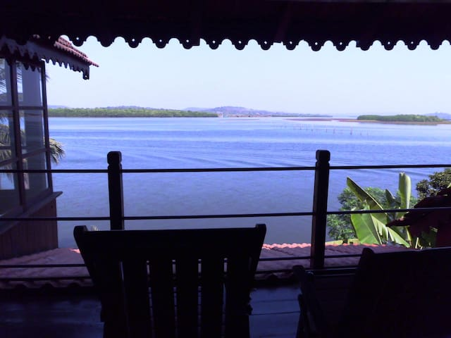 WOODEN CHALET ON THE RIVER BANKS - Panjim - Lomamökki
