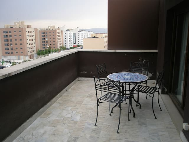 Ático con terraza/Penthouse San Fermín - Sarriguren - 公寓