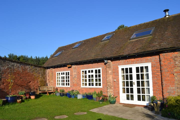 The Barn, set in meadow and woodland. - Shifnal - Casa