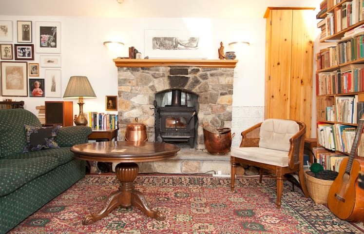 Room in a Cozy house in the woods - Chelsea - Talo