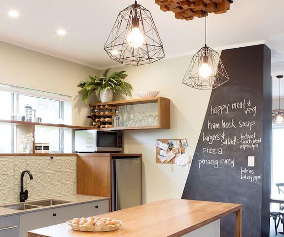 Funky Home in Auckland wine region - Kumeu - Dům