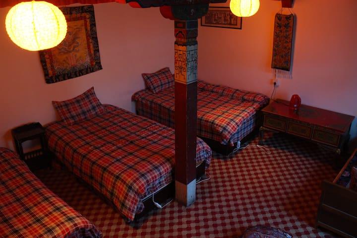 原汁原味藏式小院(家庭三人间)木顶房 - Lhasa - Lägenhet