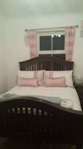 Cosy Double bedroom with double bed - Stevenage - Haus