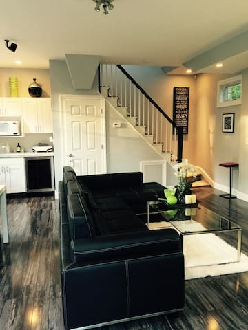 New! 2-story Showcase Guesthouse - Westchester,NY! - New Rochelle - Bungalo