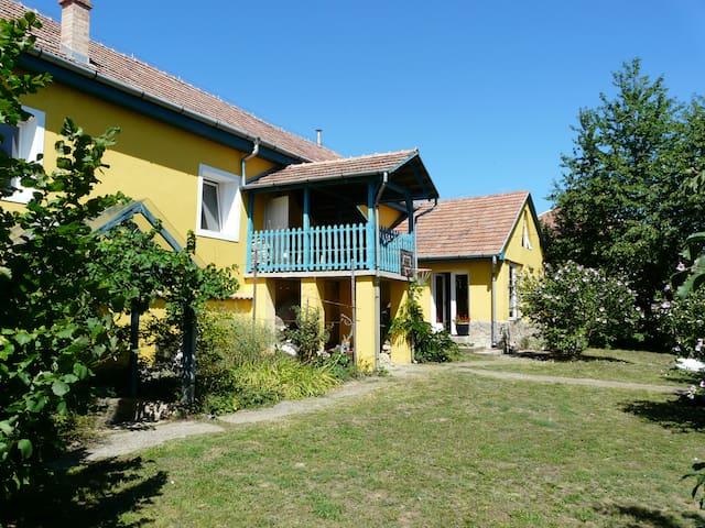 Historic village house, huge garden - Nógrádsáp
