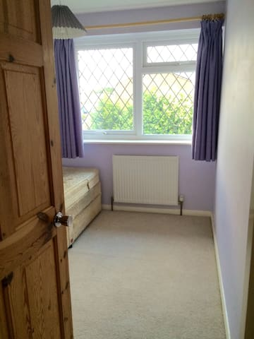 Single room available - Colchester - Huis