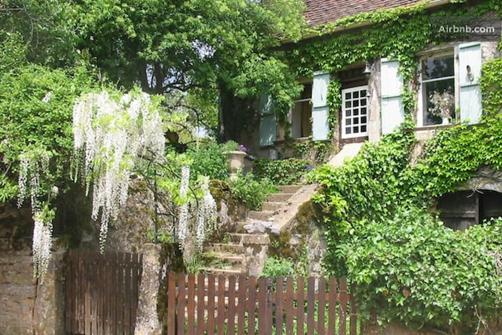 Stone cottage in French village - Rignac - Casa