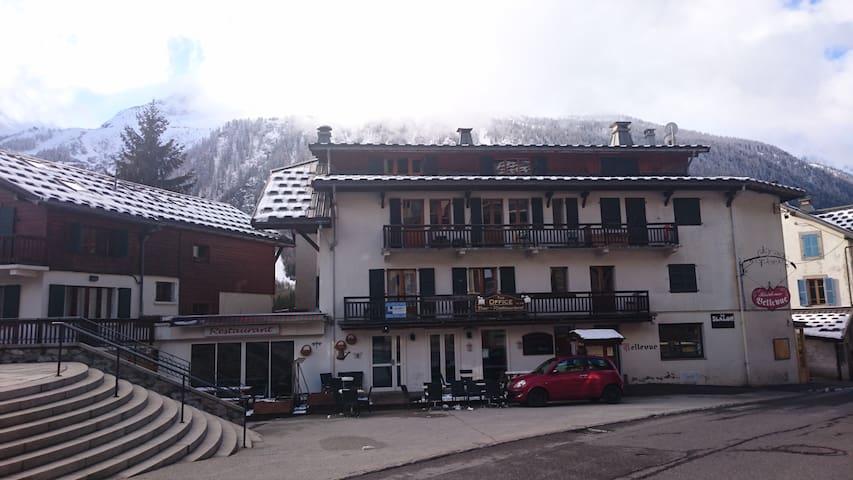 Apartment Bellevue - Grands Montets ski- sleeps 4 - Chamonix