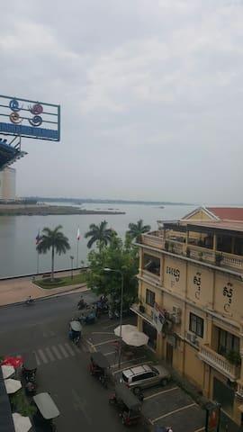 Riverside Studio BnB Great Views - Phnom Penh - Departamento