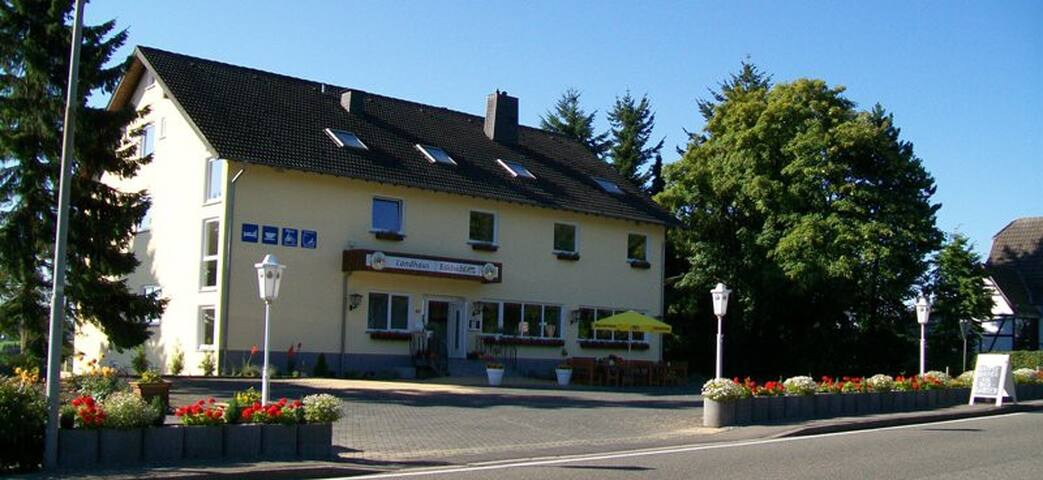 Modern pension in de Eifel - Hellenthal - Bed & Breakfast