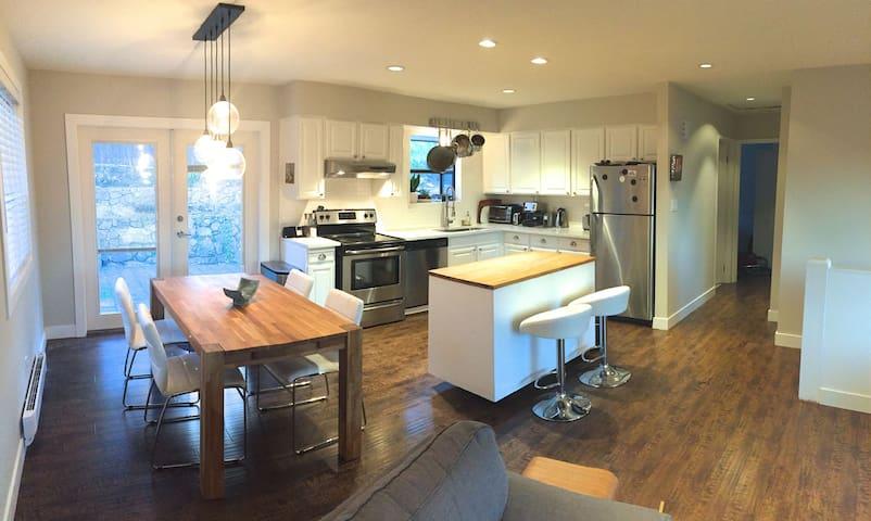 Cozy modern home in Newport Village, Port Moody - Port Moody