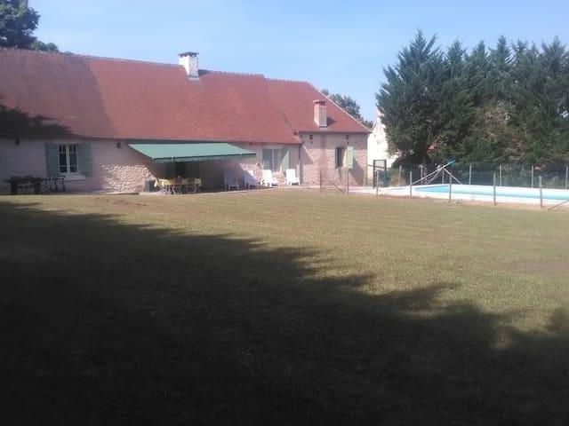 Périgourdine familiale avec piscine - Temple-Laguyon - Hus