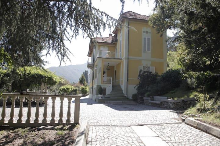 Villa liberty a 20 minuti da Torino... - Lanzo Torinese - Bed & Breakfast