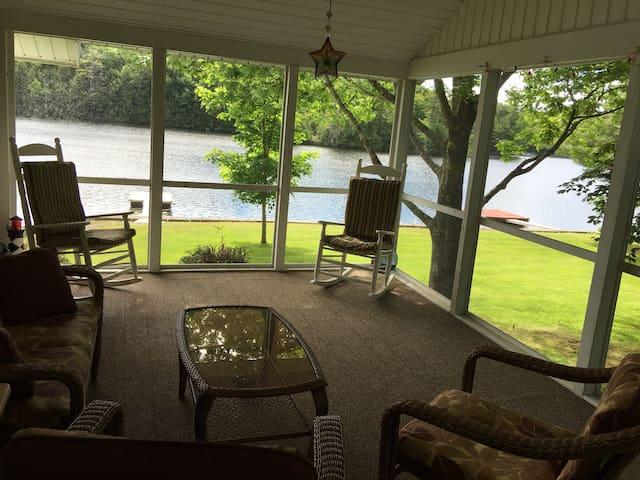 Beautiful lake house on Tacoma Lakes near Coast - Litchfield - Ev