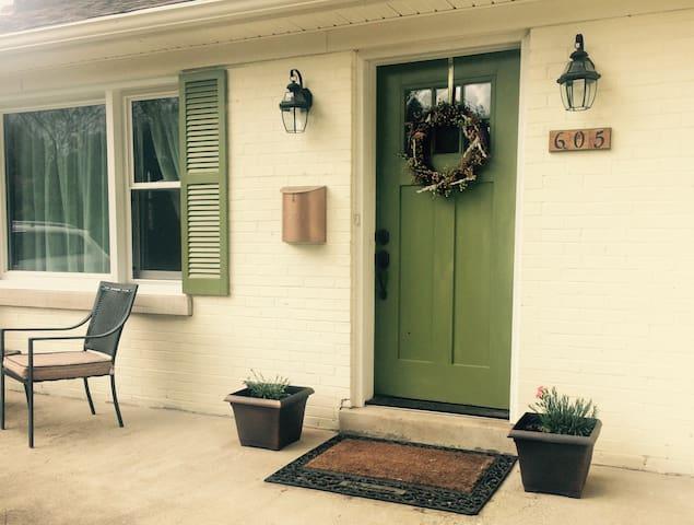 Adorable cottage close to hospitals, UK & downtown - Lexington