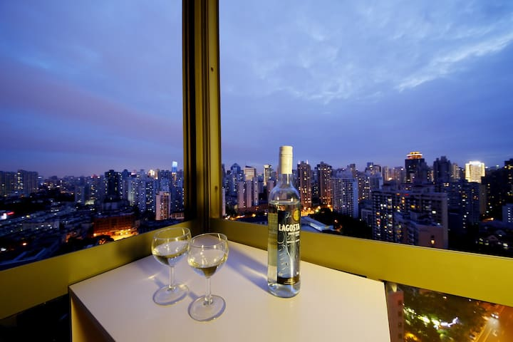Designer Loft w/ 2 beds and Best View in Jing'an - Shanghai - Appartement