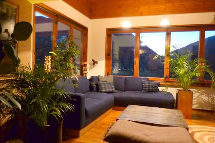Charming Alpine Holiday Home - Maishofen - Casa