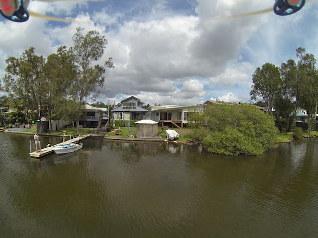 Beautiful Waterfront Large House - Dora Creek - Bed & Breakfast