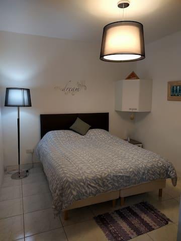 Next to Valletta - private bedroom and bathroom - Il-Furjana - Departamento