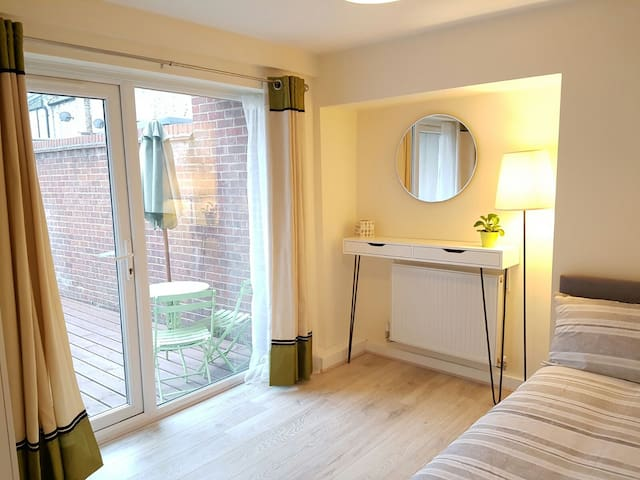 Fab Private Double Room in Modern Flat - London