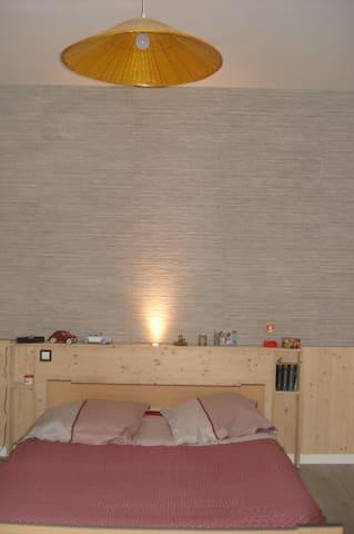 Chambre avec salle de bains privée - Lagnieu - Maison