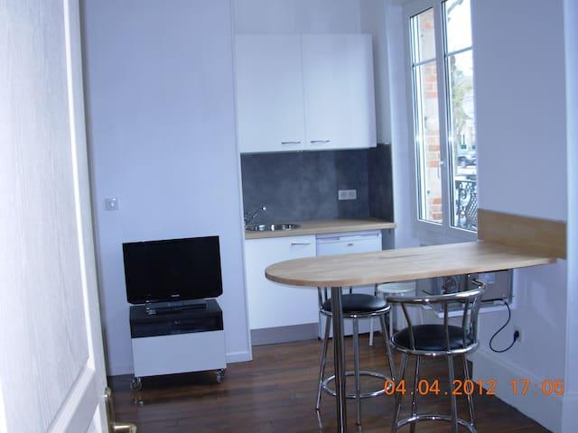 Studio meublé, équipé, wifi, proche CV. - Châlons-en-Champagne - Appartement