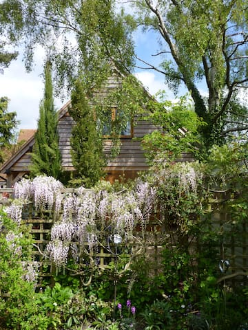 Wisteria Lodge just outside the city of Oxford. - Cumnor - Leilighet