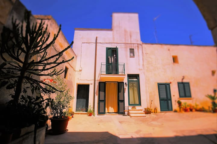 Comfortable house with a large roof terrace - Uggiano La Chiesa - 獨棟