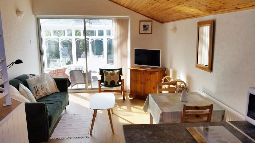 Cosy, modern and close to the sea. - Aberporth - Lägenhet
