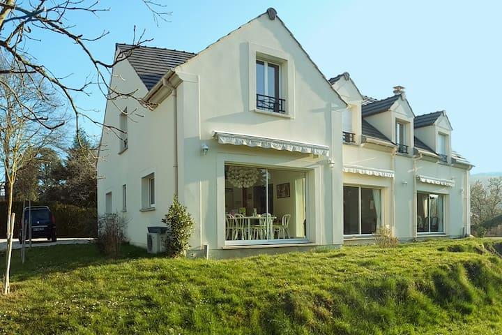 Large House 450m2 close to PARIS - Paris