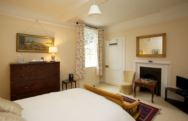 Munnings Room with Private bathroom - Hadleigh