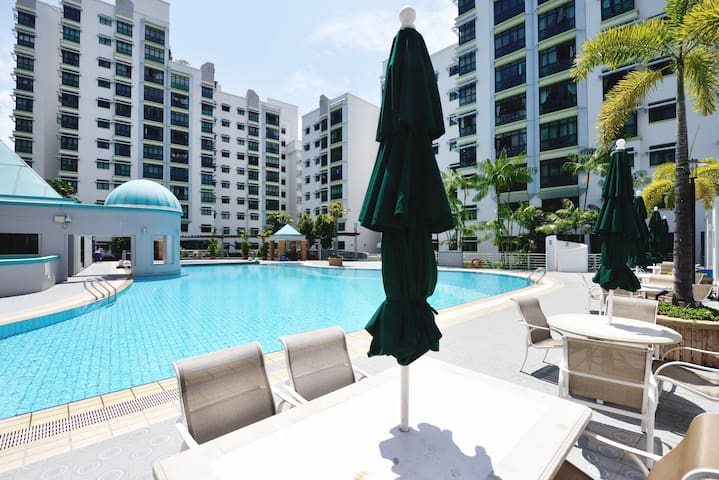 9 mins to Airport! No host staying! - Singapur - Apto. en complejo residencial