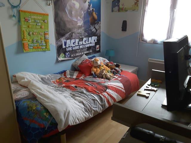 Chambre confortable 1 personne - Saint-Germain-du-Puy - Hus