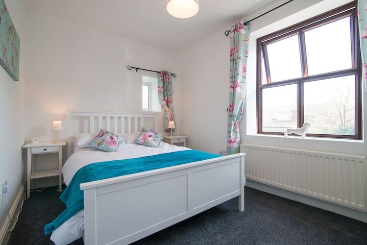 2 Bedroom Terraced Cottage - Ramsbottom