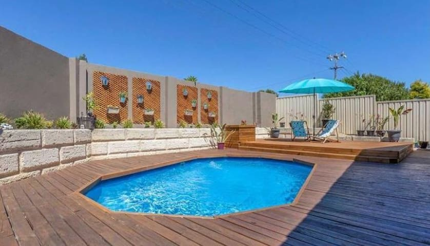 Spacious house with pool close to public transport - Duncraig - Huis
