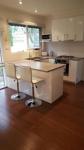 Clean, modern and quiet home - Heathmont - 一軒家