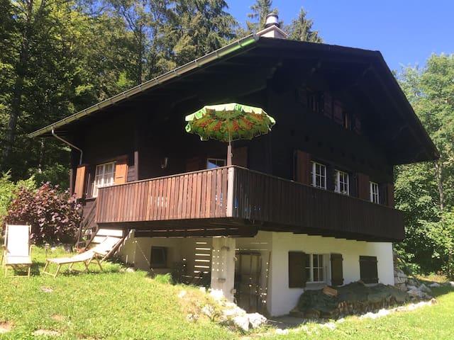 Traditional swiss wooden chalet, built in 1966. - Les Prés-d'Orvin