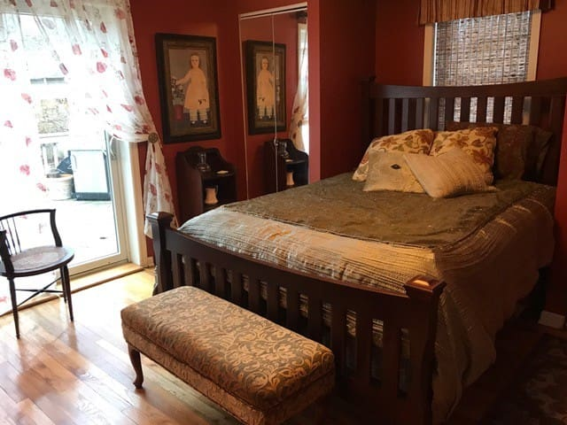 Private Room with Bath in Charming Stone Cottage - Monroe - Hus