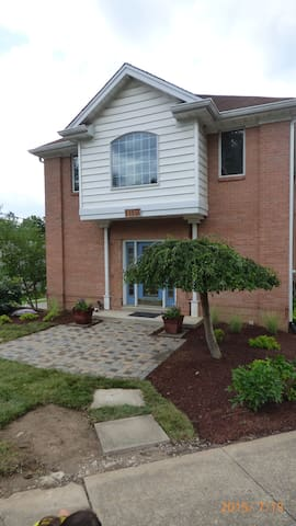 Entire Large 3 Bed/2.5 Bath House! - Milford - Casa