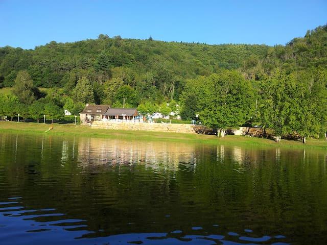 Mobile Home au bord du Lac de Laval de cere - Laval-de-Cère - Bungalow