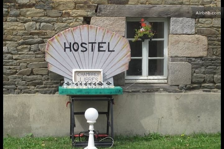 THE HOSTEL: It's a Bed in the Baie! - Pleine-Fougères - Yatakhane