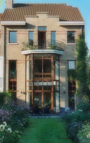 Large house & garden front room - Woluwe-Saint-Lambert - Bed & Breakfast