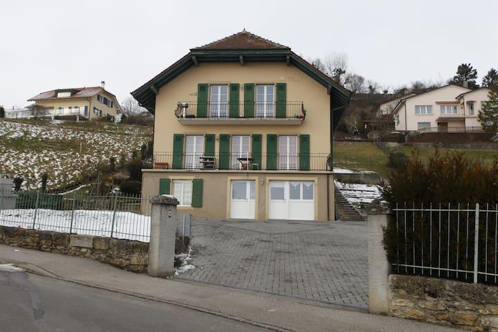 20 min:Lausanne/Neuchâtel - Grandson - 家庭式旅館
