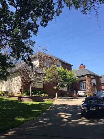 Big Home, Queen Bed in Large Room, Great Location - Pleasanton